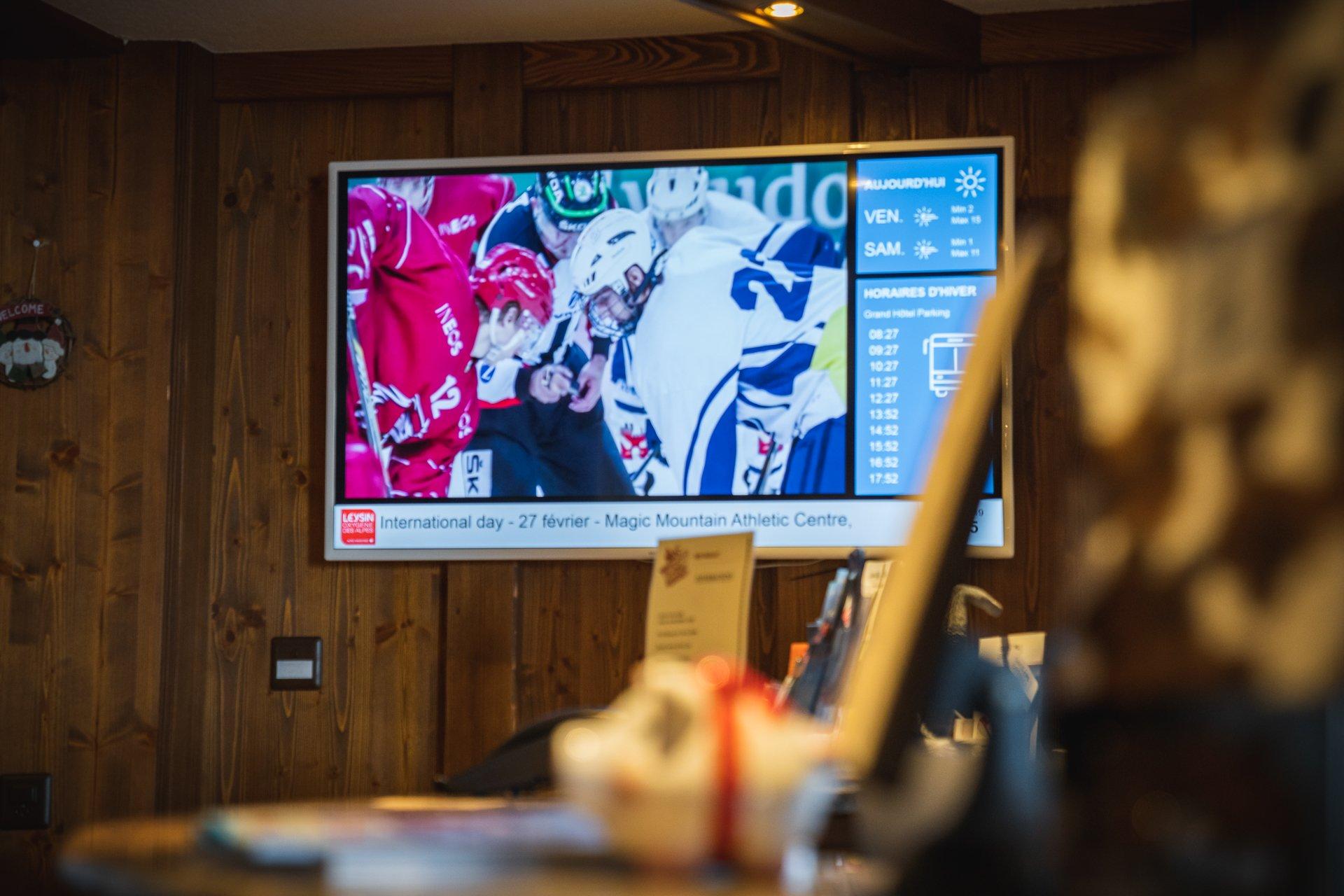 Ecran d'acceuil avec digital signage pour hôtel. Réseau d'affichage pour région touristique par Pixium.